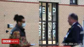 Covid: Culture Secretary Oliver Dowden defends students' university return