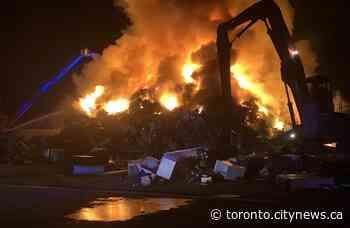 Crews battle overnight industrial fire in Whitchurch-Stouffville - CityNews Toronto