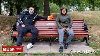 Coronavirus tales from Tom's Bench on Clapham Common - BBC News