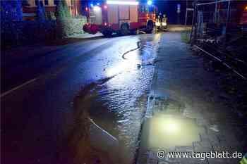 Nächtlicher Wasserrohrbruch mitten in Harsefeld - Blaulicht - Tageblatt-online