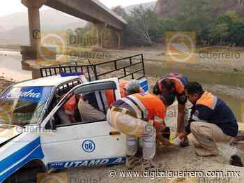 Cae camioneta de pasajeros a un río en Tlapa de Comonfort - Digital Guerrero