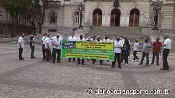 Funcionários da Guaiuba protestaram em Santos (SP) - Adamo Bazani