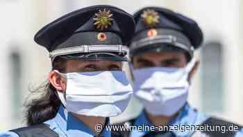 Gewaltausbruch in Mannheim: Frau weigert sich Maske zu tragen und geht vor ihren Kindern auf Polizisten los