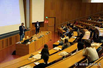 Università Bolzano, il rettore accoglie le matricole - Agenzia ANSA