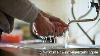 Frau entdeckt zufällig genialen Putz-Trick: Damit erstrahlt Ihr Waschbecken in neuem Glanz