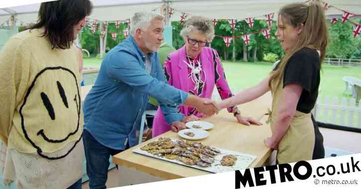 Great British Bake Off 2020: Lottie Bedlow recieves first Hollywood Handshake of the year