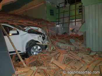 Bom Jesus da Lapa: motorista perde controle da direção e bate em bar - Agência Sertão