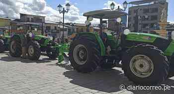 Agricultores de Santiago de Chuco se benefician con tractores - Diario Correo