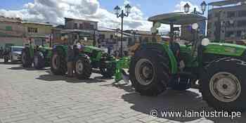 Entregan tres tractores agrícolas a campesinos de Santiago de Chuco - La Industria.pe