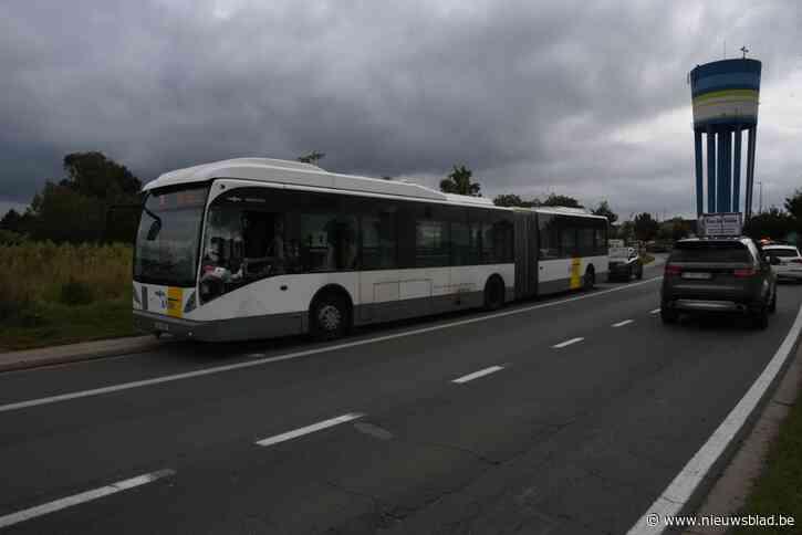 Aanrijding tussen lijnbus en vrachtwagen op ringweg<BR />