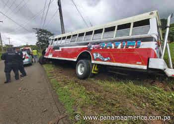 Autobús se estrella contra poste de luz en María Chiquita, distrito de Portobelo - Panamá América