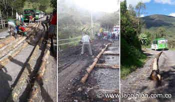 Comunidad repara puente en vía a Ragonvalia - La Opinión Cúcuta