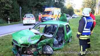 Schlimmer Unfall in Bayern: 20-Jähriger übersieht Audi - Bild der Verwüstung nach Frontal-Crash