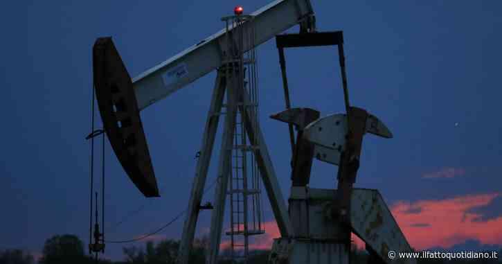 Petrolio in caduta libera sui rinnovati timori per la pandemia. A New York prezzo del barile – 5% a 38 dollari