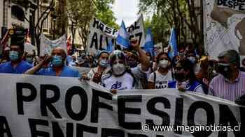 Enfermeros de Argentina marchan por aumento salarial en plena pandemia de coronavirus - Meganoticias
