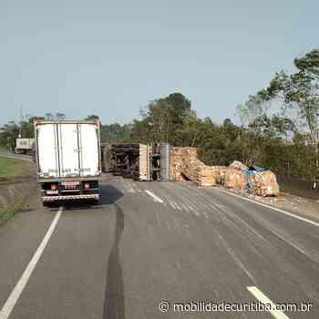 Tombamento de caminhão interdita BR-116 em Campina Grande do Sul - Mobilidade Curitiba