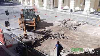 Il cantiere in piazza San Giustino porta alla luce alcuni reperti, ora al vaglio della Soprintendenza - ChietiToday