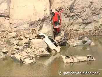 Polícia conclui perícia em carros retirados de pedreira em Salto de Pirapora - Gazetaweb.com