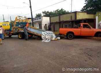 Camioneta impacta vivienda del subdirector del Hospital de Oluta - imagendelgolfo.mx