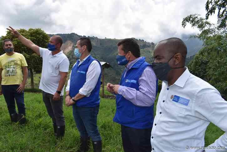 Reparan a víctimas en Heliconia, Antioquia, con fincas de exjefes paramilitares - RCN Radio