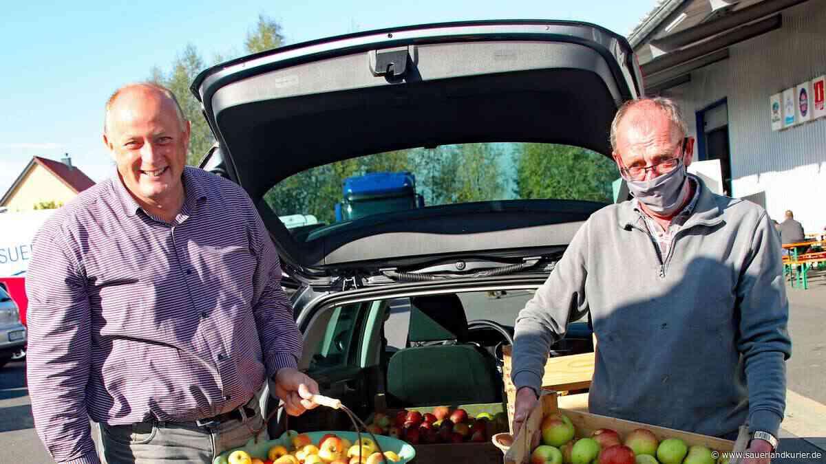 """Apfelsaftaktion """"Sammeln, Saften, Spenden"""" der Stiftung Kinderhilfe in Ense - SauerlandKurier"""