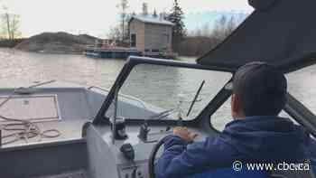 Yellowknives Dene First Nation hands out eviction notices on Yellowknife Bay
