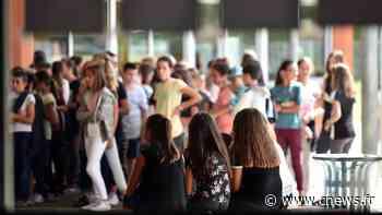 Neuilly-sur-Marne : invoquant leur droit de retrait, des enseignants réclament un préau pour pouvoir faire respecter la distanciation - CNEWS
