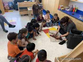 Kuujjuaq kids receive a lesson in muskrat anatomy - Nunatsiaq News