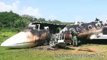 Sedena halla aeronave calcinada en pista clandestina en Mapastepec, Chiapas - Heraldo de México