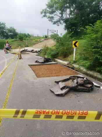 Habitantes de Guaimaral, jurisdicción de Tubará, denuncian varias anomalías en la construcción de la vía departamental recientemente entregada - Diario La Libertad