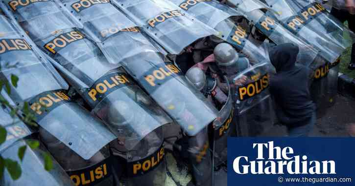 Indonesian police arrest hundreds during protests against labour law