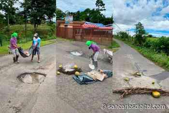 ¡Ejemplo! Vecinos de Santa Rita de Río Cuarto tapan huecos por sus propios medios - San Carlos Digital