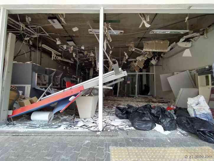 Bandidos explodem agência bancária durante assalto em Cachoeiras de Macacu, no RJ - G1