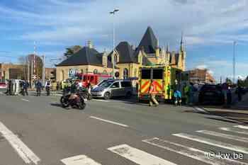 Bestelwagen kantelt na aanrijding aan station van Veurne - Krant van Westvlaanderen