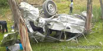 Tres amigos mueren al caer automóvil a un abismo en Carhuaz - La Industria.pe