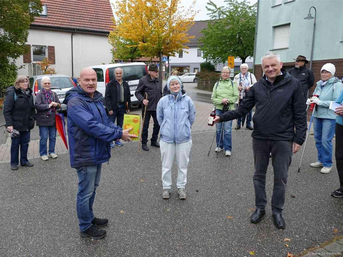 Von Wurmberg nach Wiernsheim: Rund 20 Teilnehmer wandern auf den Spuren der Waldenser - Region - Pforzheimer Zeitung