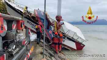 Maltempo a Peschiera del Garda: barca rompe l'ormeggio e va alla deriva - Prima Verona