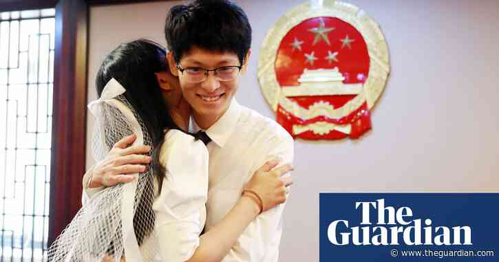 'Golden week': wedding season boom in China with 600,000 couples tying knot