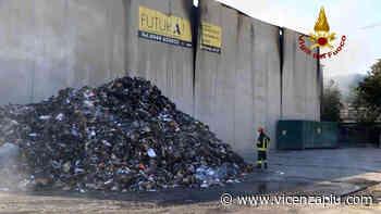Ennesimo incendio a discarica rifiuti di Montebello Vicentino: cittadini chiusi in casa a scopo precauzionale - Vicenza Più
