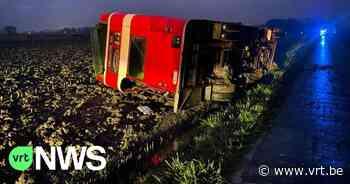 Bruidspaar en gasten belanden in gracht na ongeval in Gistel: 3 gewonden - VRT NWS