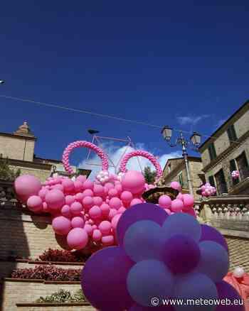 Colonnella si tinge di rosa per il passaggio del Giro d'Italia: lo spettacolo del borgo abruzzese [G ... - MeteoWeb