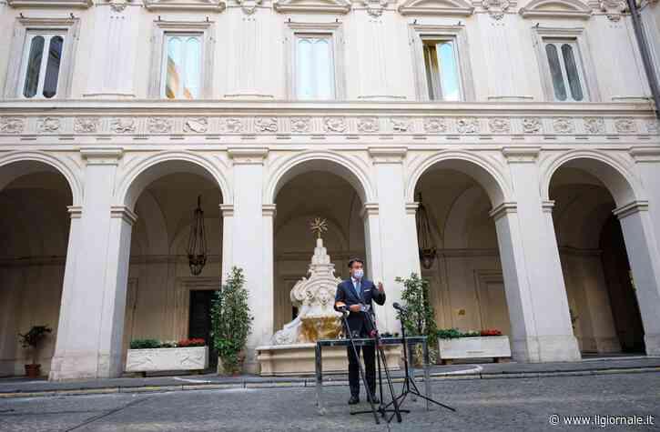 """Il governo """"scheda"""" i cronisti: ora Conte finisce sotto accusa"""