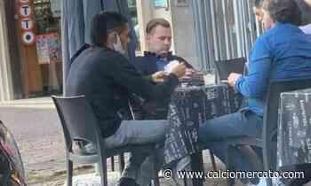 Roma, Smalling gioca a carte in un bar della città - Calciomercato.com
