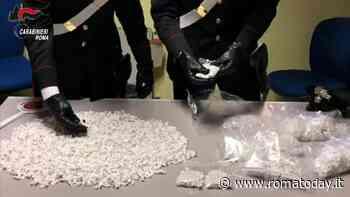VIDEO | Tor Bella Monaca, trovate 5041 dosi di cocaina in uno scooter, le immagini del sequestro