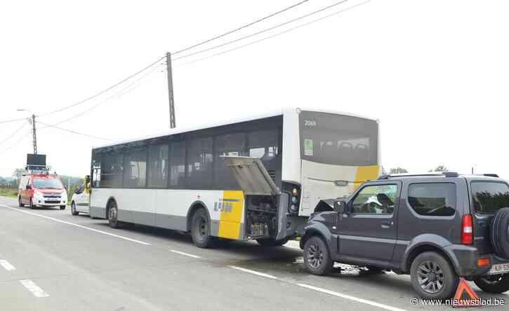 Auto rijdt achteraan in op bus De Lijn met scholieren: iedereen bleef ongedeerd