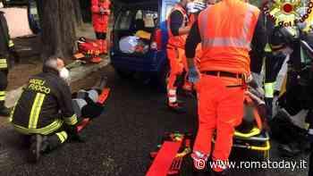 Incidente sulla circonvallazione Clodia: auto contro un albero, gravi due donne