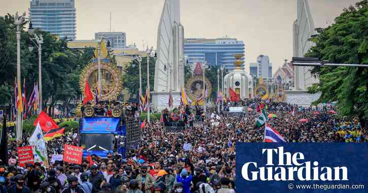 Thai pro-democracy protesters confront royal visit to Bangkok