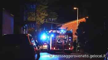 Uno scoppio forte, poi le fiamme: a fuoco una legnaia a Codroipo - Il Messaggero Veneto
