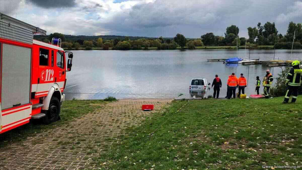 VW Caddy rollt in den Kinzigsee - Feuerwehr Langenselbold rückt an - Fuldaer Zeitung