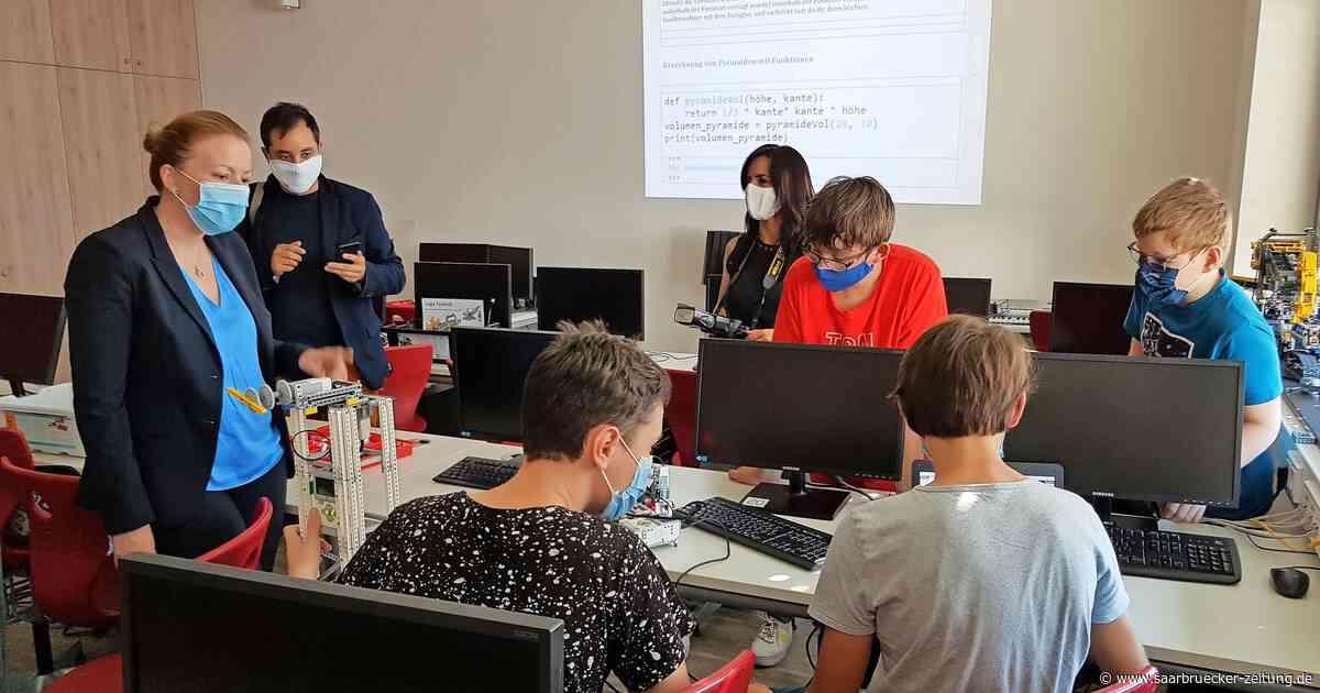 Bildungsministerin macht auf Digitaltour Station in Freisen - Saarbrücker Zeitung